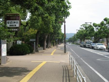 北入口へ向かう道の写真